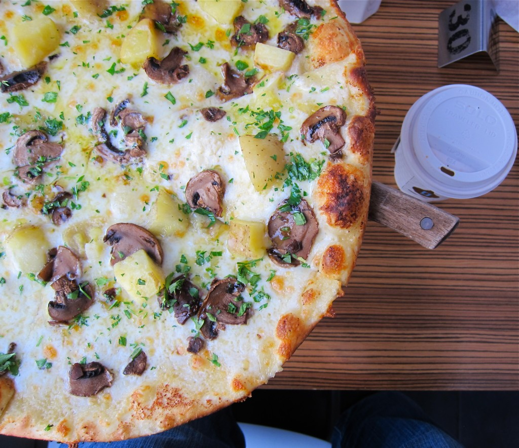 Leva Mushroom and Gorgonzola Pizza